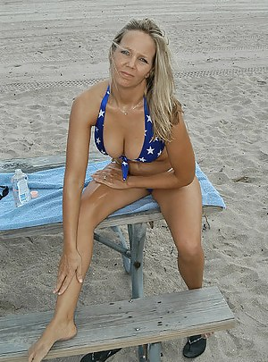 Free Moms Beach Porn Pictures
