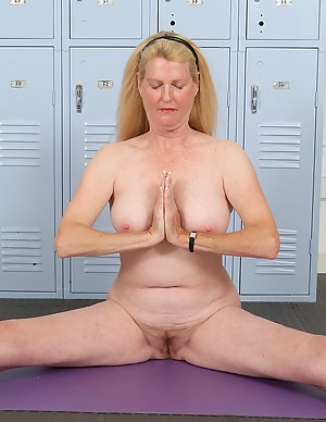 Free Yoga Moms Porn Pictures